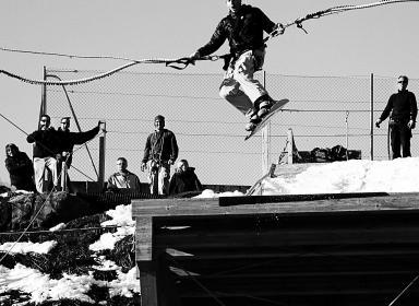 saut à l'élastique en snowboard bun j ride